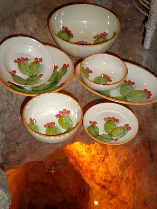 Gli oggetti di stoviglieria in ceramica della puglia - Piatti da portata particolari ...