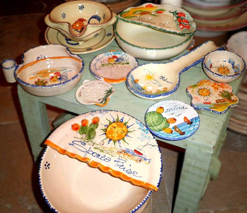 Gli oggetti di stoviglieria in ceramica della puglia for Oggetti di cucina